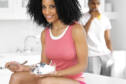 eating-yogurt-breakfast