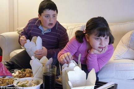 kids-eat-tv