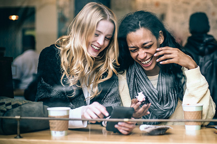 friends-laughing-wp