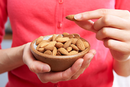 eat-almonds-protein-wp