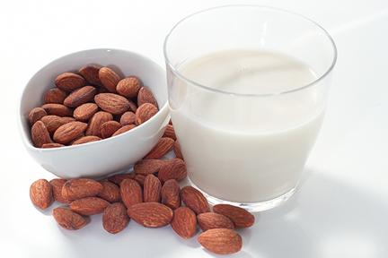 almonds-almond-milk-wp
