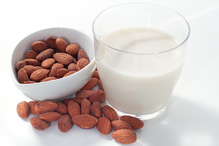 almonds-almond-milk-wp