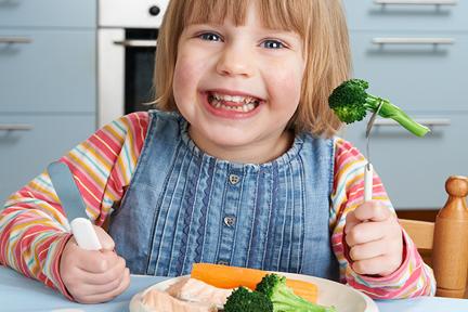 kid-eat-veggies-and-fish-wp