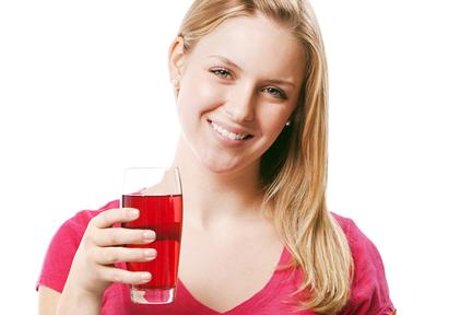 drinking-cranberry-juice-wp