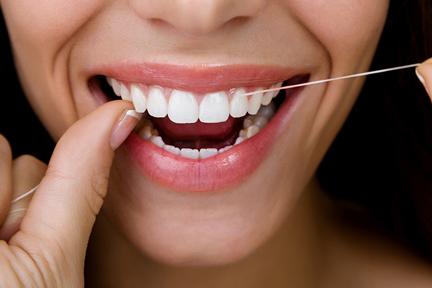 flossing-teeth-wp