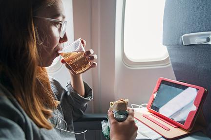 drink-ginger-ale-on-plane-wp