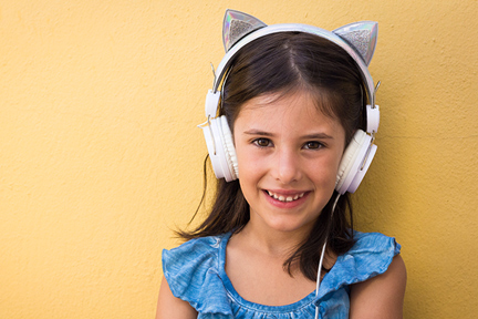 child-headphones-christmas-wp