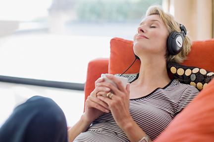 listen-to-music-reduce-pain-wp